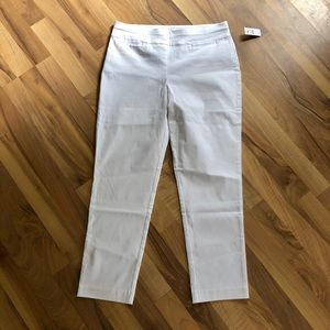 🎁NWT Talbots white pull on pants w/stretch.